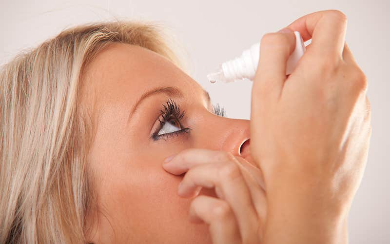 using eye drop for comforting